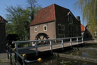 De Stenen Tafel - Image: Borculo watermolen De Stenen Tafel rechtermolen m brug