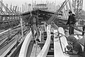 Bouw VOC-schip Amsterdam aan het IJ in Amsterdam vordert jongeren aan het wer, Bestanddeelnr 934-3416.jpg