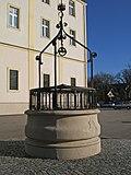 Brunnen_vor_Kahlenbergkirche.jpg
