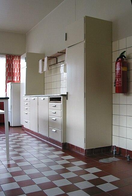Jaren 30 Keuken Bruynzeel : Bruynzeelkeuken uit de jaren 30. In situ in Huis Sonneveld in