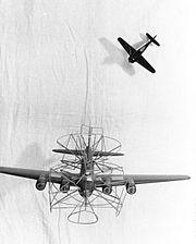 Bundesarchiv Bild 101I-657-6304-24, Luftwaffe, Modelle eines Bombers und Jägers