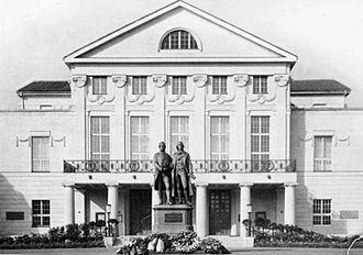 Weimar National Assembly - Image: Bundesarchiv Bild 183 15436 0010, Weimar, Nationaltheater, Denkmal Goethe Schiller