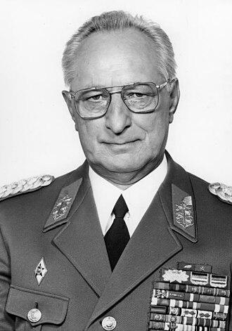 Heinz Kessler - Image: Bundesarchiv Bild 183 1988 0707 033, Heinz Keßler