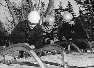 Ortrun Enderlein - Enderlein (centre), preparing her sleigh before the Fichtelbergrennen (January 1962)
