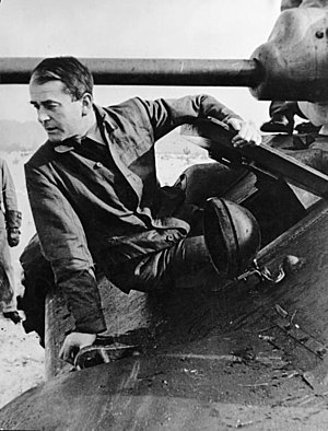 Panther tank - Albert Speer examines a T-34 in June 1943