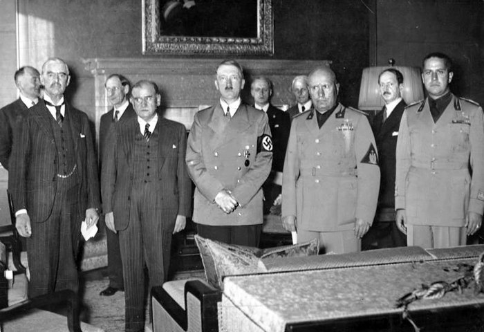 From left to right: Chamberlain, Daladier, Hitler, Mussolini, and Ciano pictured before signing the Munich Agreement, which gave the Czechoslovak border areas to Germany. Bundesarchiv Bild 183-R69173, Munchener Abkommen, Staatschefs.jpg