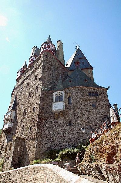 File:Burg Eltz fg05.JPG
