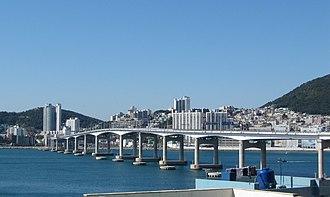 Seo District, Busan - Seo District and Namhang Bridge