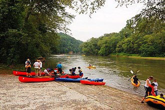 Chattahoochee River - Visitors putting their rafts, canoes and kayaks in the Chattahoochee River