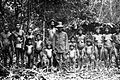 COLLECTIE TROPENMUSEUM De eerste inlandse gouvernementele ambtenaar die Tassilo Adam vergezelde op zijn expeditie naar de Kubu's in Djambi samen op de foto Zuid-Sumatra TMnr 10005463.jpg