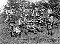 COLLECTIE TROPENMUSEUM Portret van een groep infanteristen aan de Westkust van Sumatra TMnr 10002063.jpg