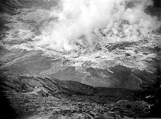 Kelud - The crater in 1919