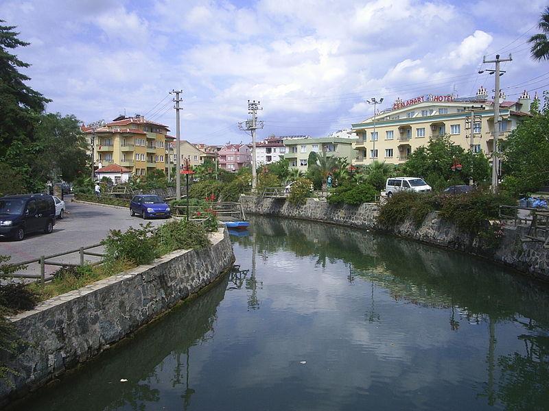 Файл:Canal in Marmaris.jpg