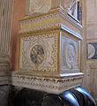 Cappella degli antenati, elefanti malatestiani e dado con stemmi e ritratto s.p. malatesta, sx 02.JPG