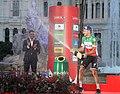 Carmena entrega los premios a dos de los triunfadores de La Vuelta 08.jpg