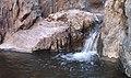 Cascade entre les roches - panoramio.jpg