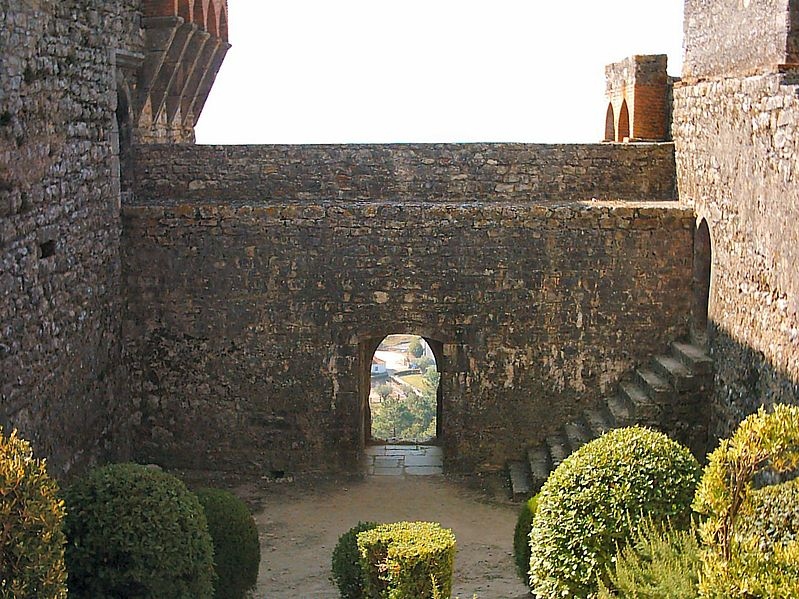 Image:Castelo de Ourém (10).JPG