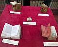 Cesena,m biblioteca piana, libri a stampa in miniatura.JPG