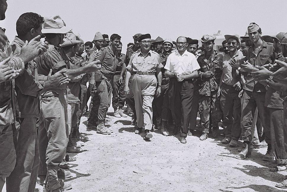 Cheering reserve soldiers greeting Levi Eshkol and min. Menahem Begin in Sinai. June 1967. D705-048