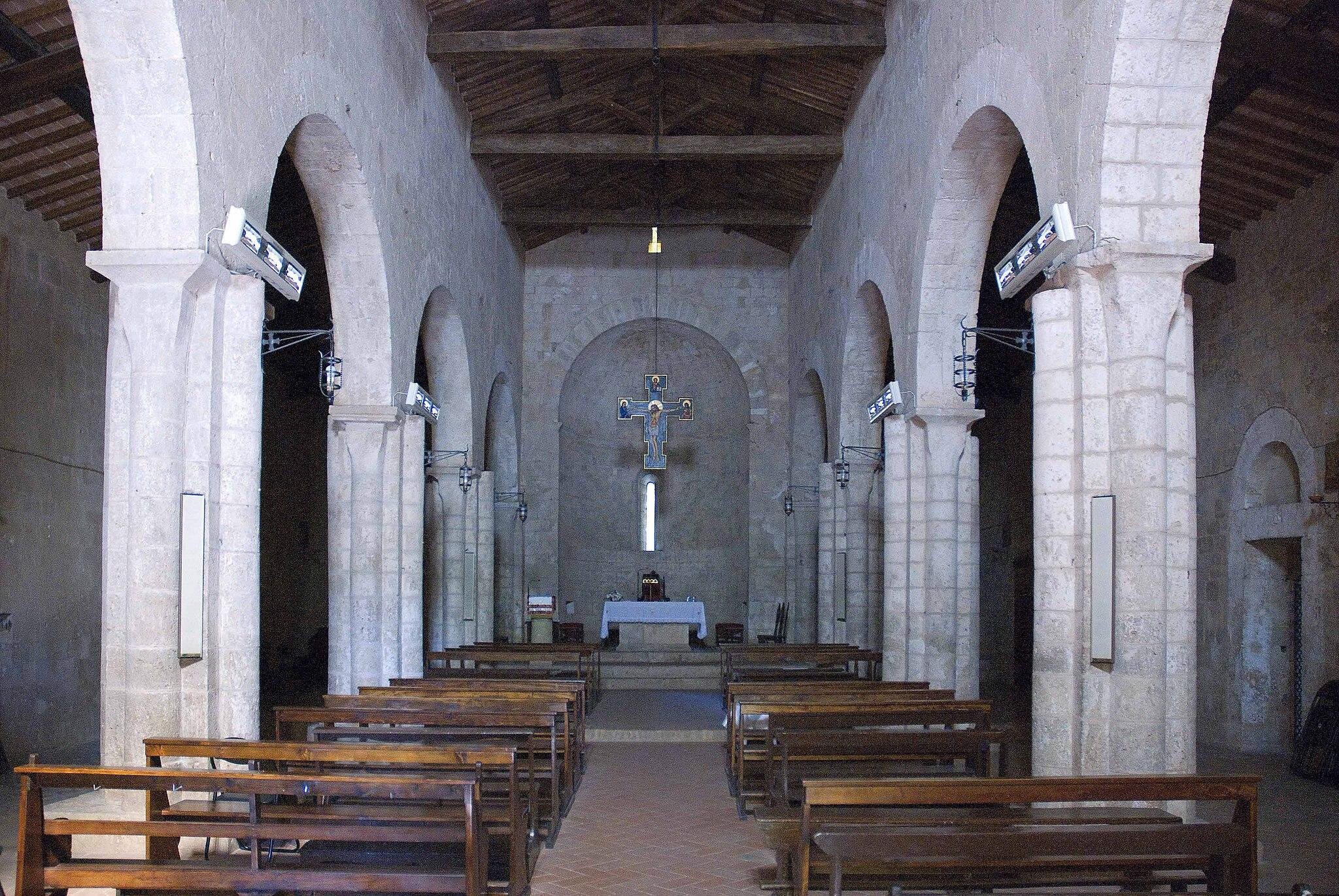 Chiesa di pivescola (interno)
