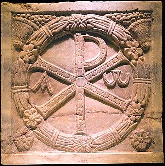 """""""Año 303. Inventan el cristianismo"""". (Fernando Conde Torrens) [Historia, religiones, libro] 330px-Chrisme_Colosseum_Rome_Italy_crop"""