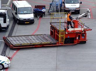 FMC Technologies - FMC Commander Aircraft cargo loader