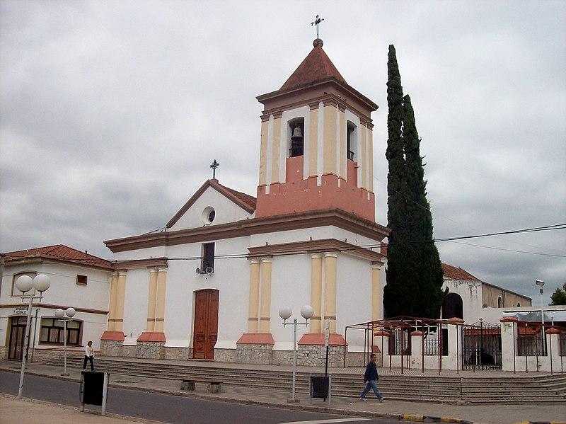 Archivo:Cosquín Parroquia Nuestra Señora del Rosario.jpg