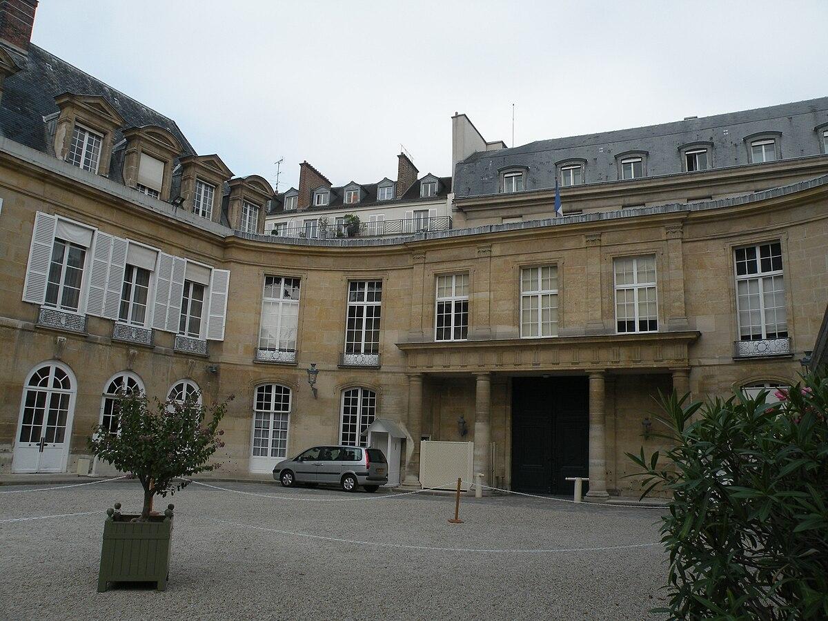 Petit luxembourg wikipedia for Designhotel luxemburg