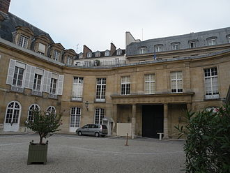 Petit Luxembourg - Courtyard and entrance from the street