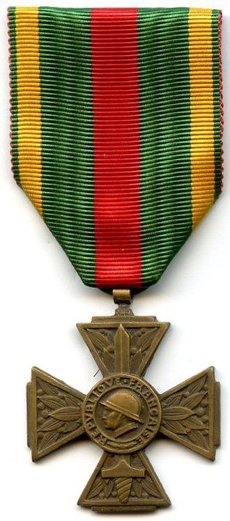 Volunteer combatant's cross 1914–1918 - Image: Croix du combattant volontaire 1914 18