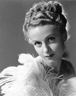 Danielle Darrieux 1938-ban a The Rage of Paris című filmben