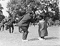Dansers in Achterhoekse klederdracht in Gorssel, Bestanddeelnr 252-1539.jpg