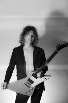 Portrait of Dave Keuning by photographer Dana Trippe