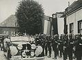 De commandant van het veldleger arriveert in zijn automobiel te Wijchen op de tw – F40829 – KNBLO.jpg