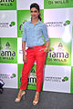 Deepika promotes 'Cocktail' at Reliance store 09.jpg