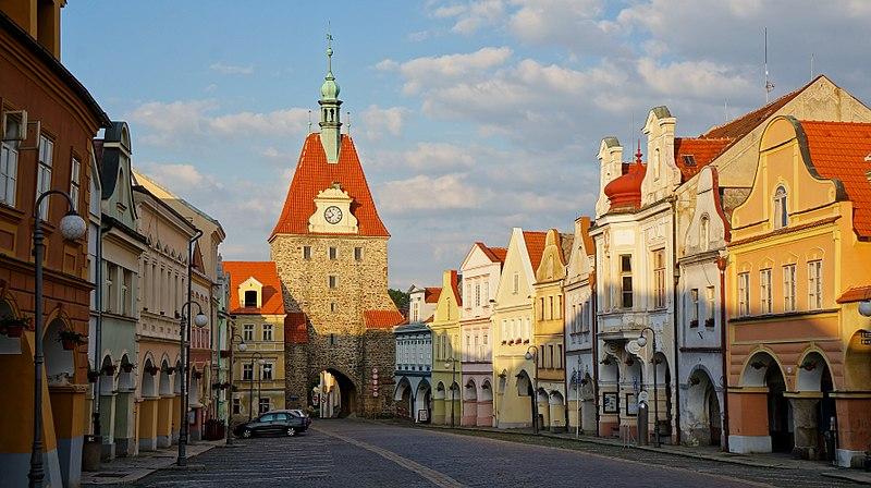 File:Dolní brána (Pražská), Domažlice.JPG