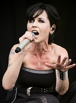 Dolores O'Riordan 2016 (cropped).jpeg