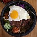 Dolsot bibimbap with kalbi -korean (14369740964).jpg