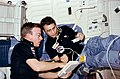 Donald Peterson i Paul Weitz na pokładzie Challengera..jpg