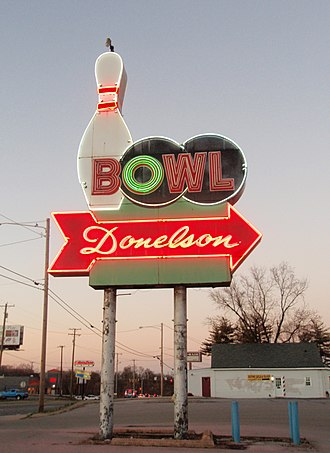 Donelson, Tennessee - Image: Donelson Bowl Neon Sign 01242012