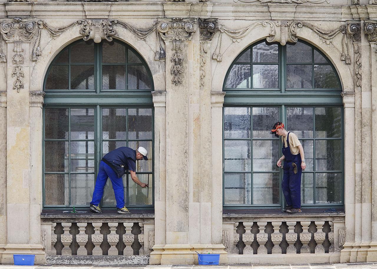 File:Dresden - Window cleaners - 1749.jpg