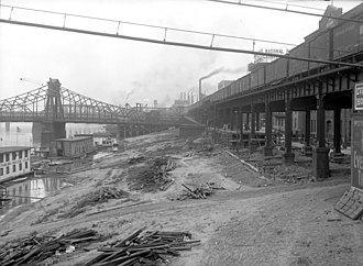 Andy Warhol Bridge - Duquesne Wharf ca. 1912, showing the second Seventh Street Bridge