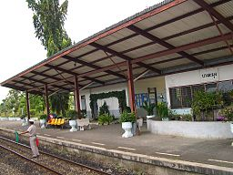 E8667-Bang-Lamung-train-station.jpg