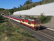 Strecke Prag-Dresden: Eurocity bei Mlčechvosty mit Zweisystemlok der Baureihe 371