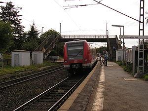 S6 (Rhine-Main S-Bahn) - S6 at Berkersheim station, bound for Südbahnhof (Frankfurt South station)