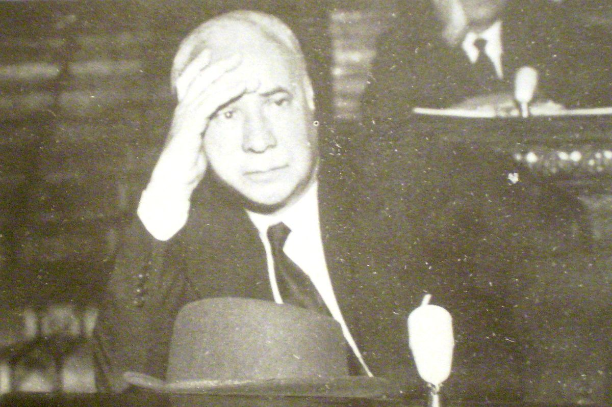 sudamericana essay Argentine author jorge luis borges exerted a strong influence on the direction of literary fiction through his genre-bending metafictions, essays, and poetry borges.