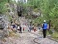 Elever fra Evjetun leirskole på jakt etter krystaller..jpg