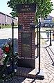 Elst Gedenkteken voor de oorlogsslachtoffers Rechts met krans.jpg