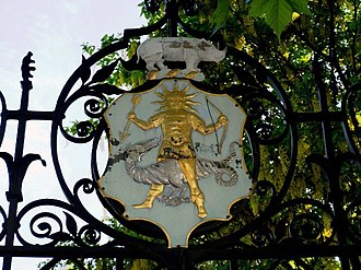 Worshipful Society of Apothecaries - Shield and Crest of the Apothecaries  over the south gate of the Chelsea Physic Garden
