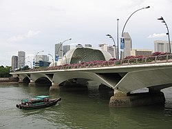 Esplanade Bridge 4, Dec 05.JPG